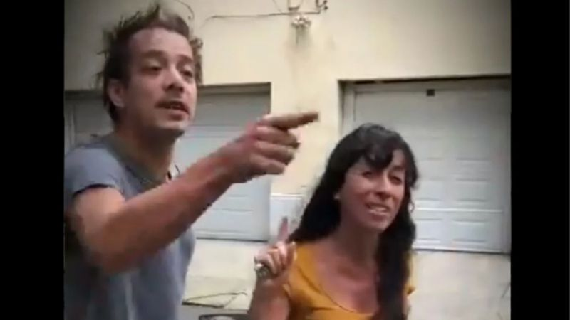 "Video: repudian a una pareja de argentinos que le gritó ""india horrible"" a una mujer mexicana"