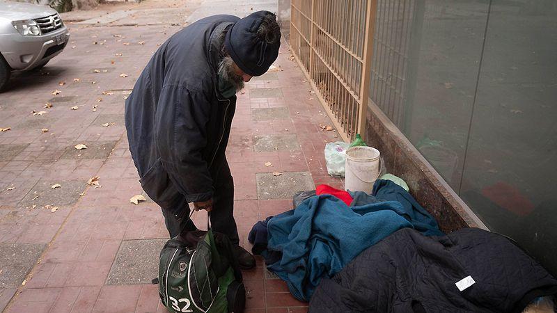 Unas 300 personas sin techo sobrellevan el crudo invierno en Mendoza