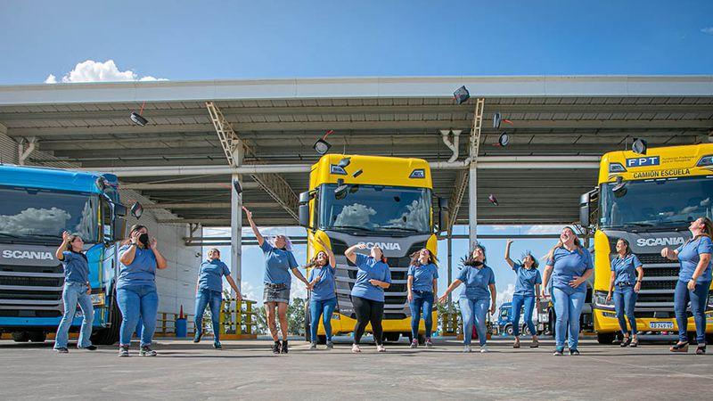 Camioneras mendocinas: perfume de mujer al volante de pesados transportes de carga