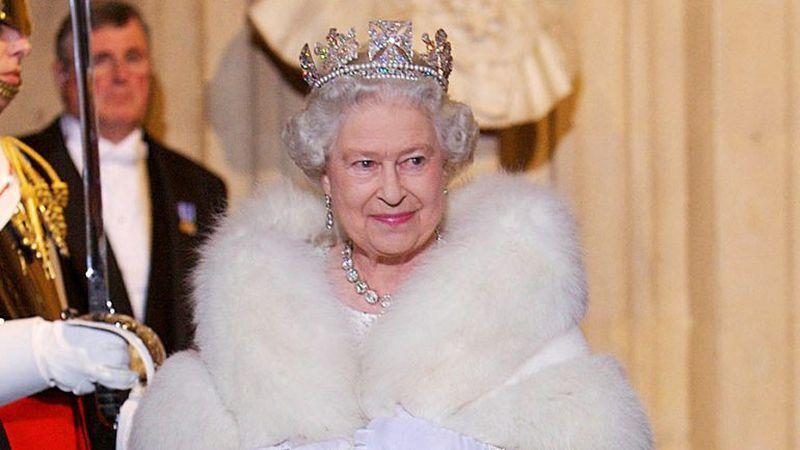 Aislada y sin su familia, la Reina Isabel II cumple 94 años