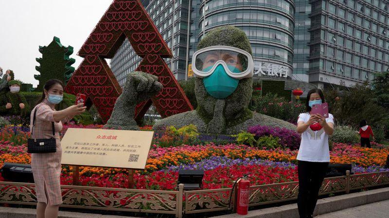 El gobierno chino asegura que ya aplicó mil millones de vacunas contra el coronavirus