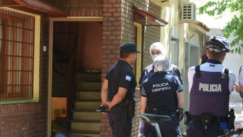 Le robaron casi medio millón de pesos a un camionero que fue a comprar dólares a un departamento de Ciudad