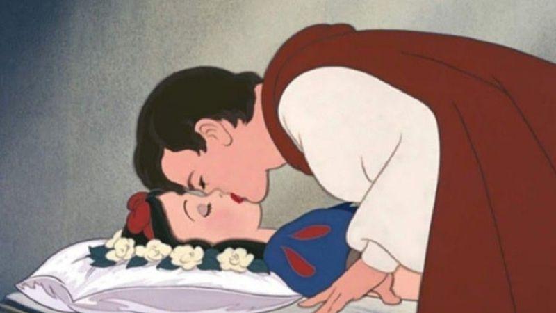 Cancelaron al príncipe de Blancanieves: aseguran que besó a la princesa de Disney sin consentimiento