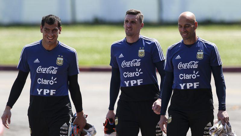 ¿Quién es el jugador que tiene una cláusula de salida en su contrato para jugar con Messi en Newell's?