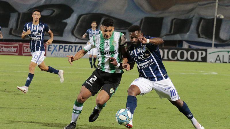 Godoy Cruz igualó ante Banfield en un polémico partido