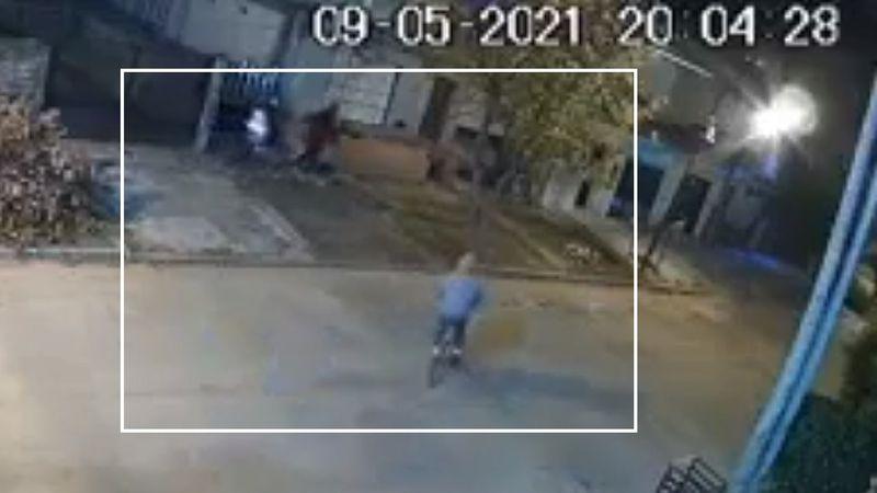 Video: bicichorro apuntó con un arma a una nena y le robó la medicación para el asma